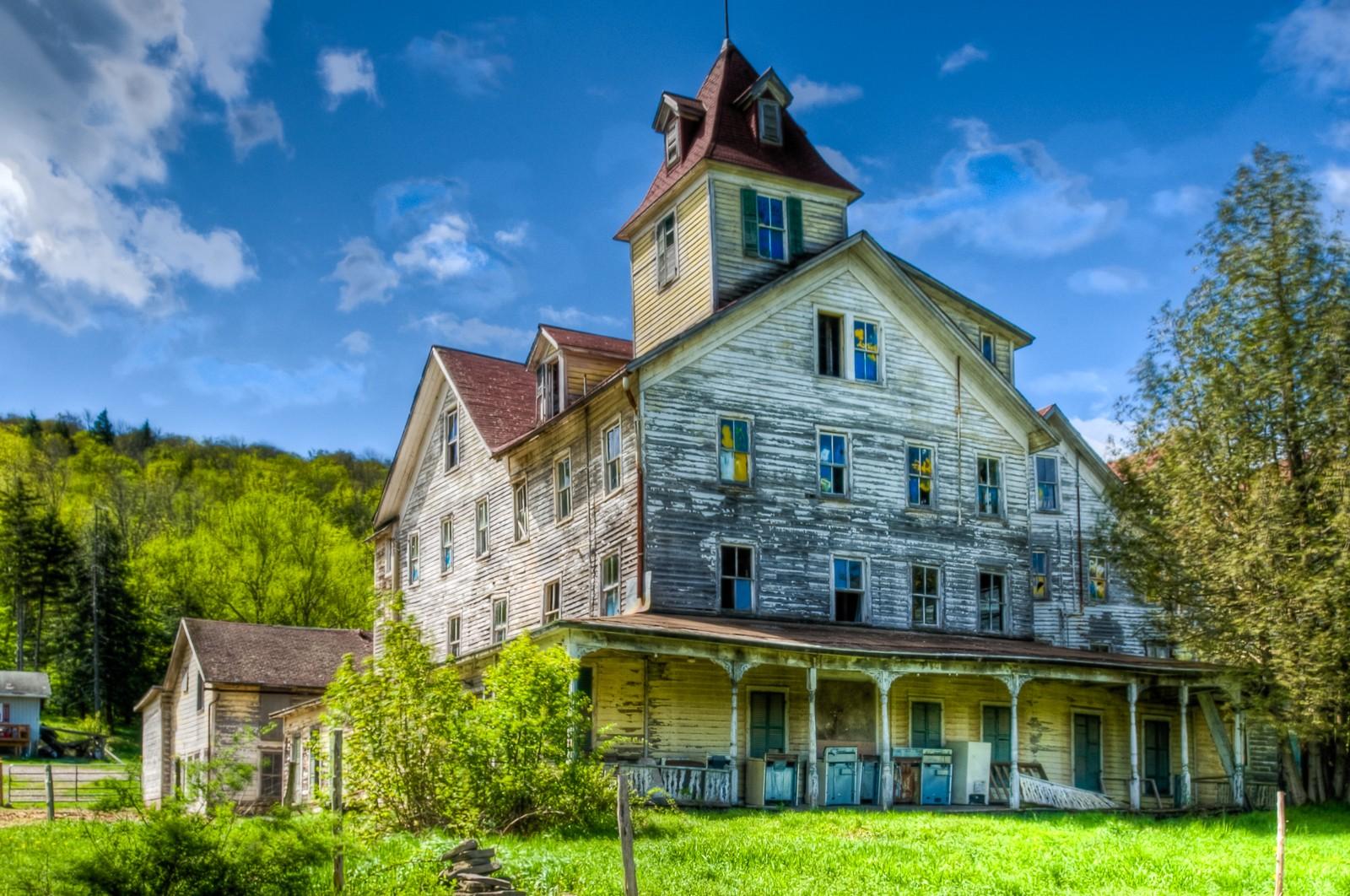 abandoned-hotel-7955