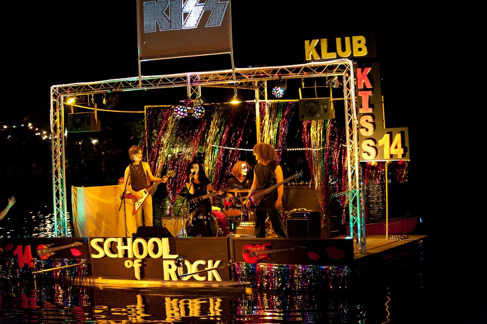 canoe-carnival-2010-0256
