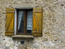 photo od a old window in nozay-france