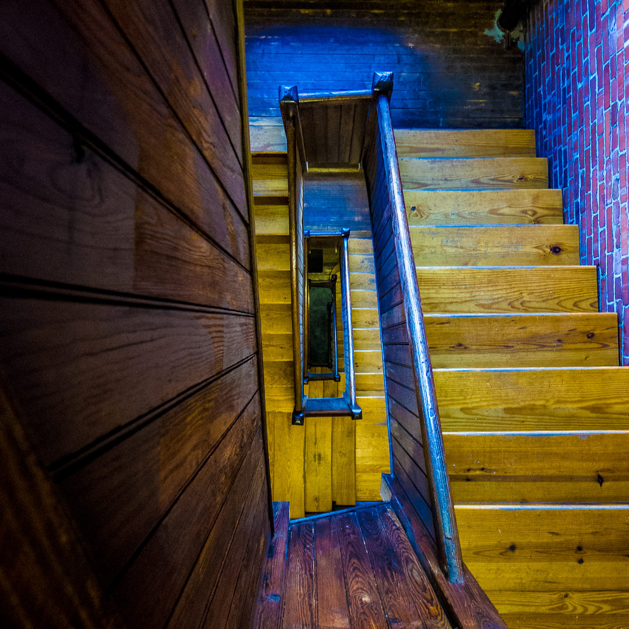 wooden-stairs-1020868