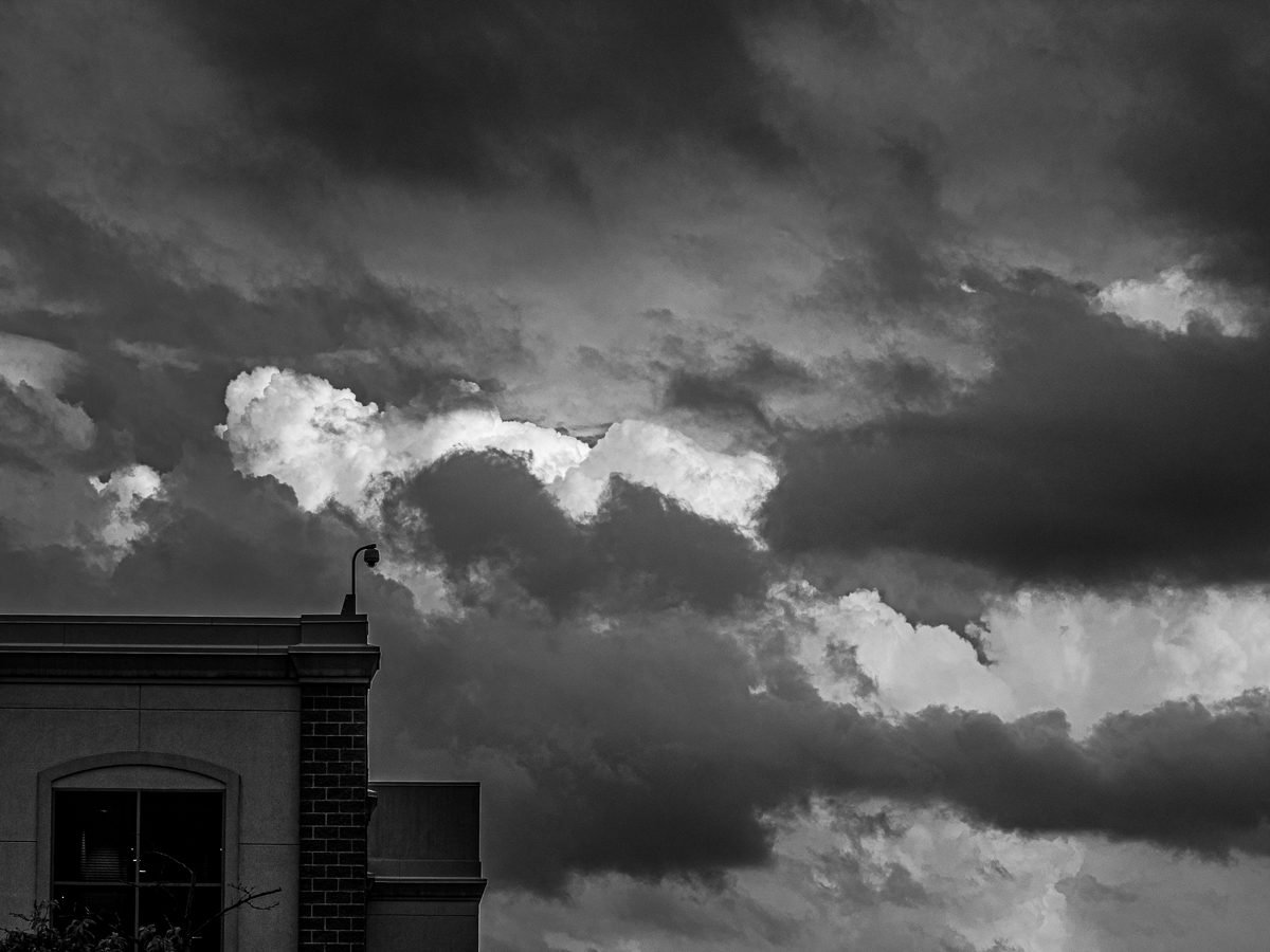 Photo in black and white of clouds