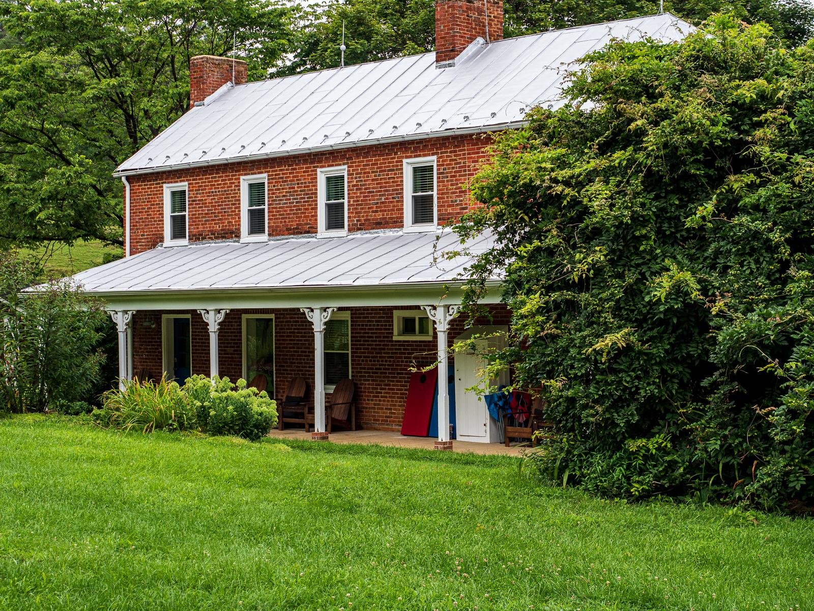 Farm House VA photo